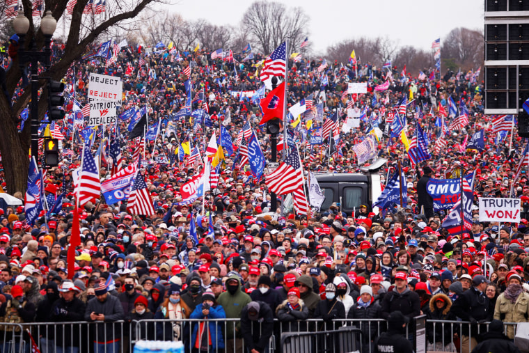 Image: Supporters of U.S. President Donald Trump gather for a rally in Washington