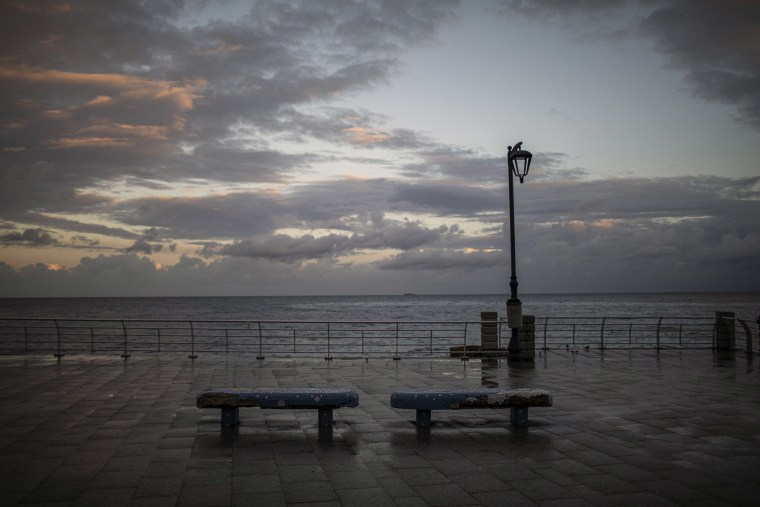 Image: An empty Corniche during the first day of the 24 hours lockdown