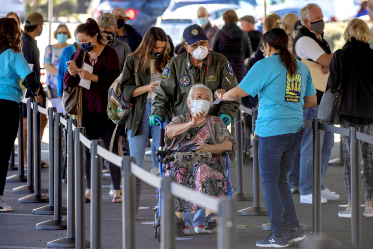 Image: People wait in line to be vaccinated in California