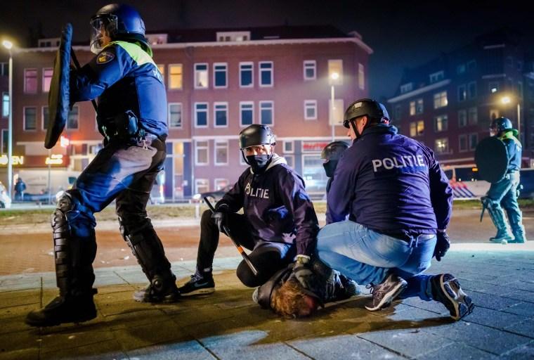 Image: TOPSHOT-NETHERLANDS-HEALTH-VIRUS-PROTEST