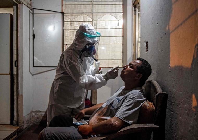 Image: PERU-HEALTH-VIRUS-DOCTORS