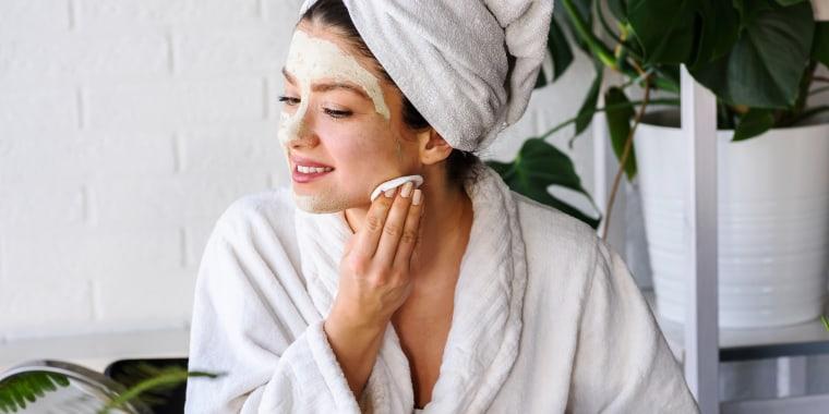Moisturizing face masks for skin care