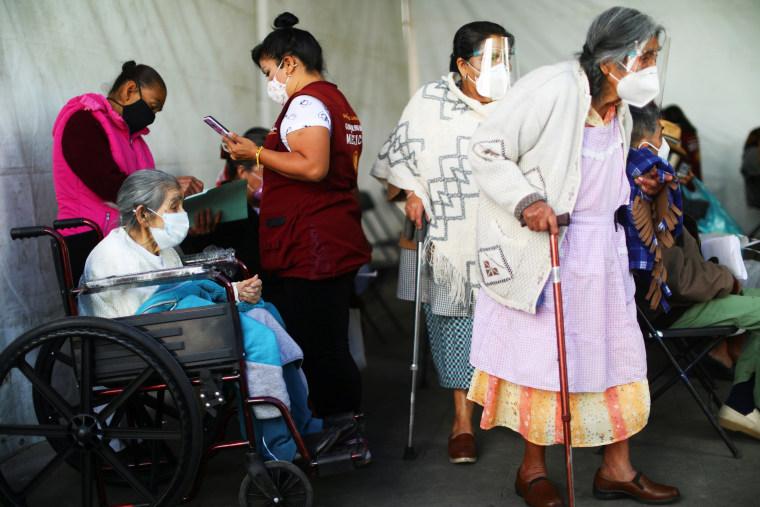 Image: COVID-19 vaccination in Mexico City