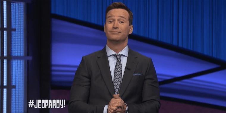 Mike Richards hosts Jeopardy!