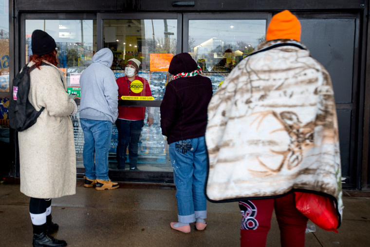 Image: A Fiesta Mart staff member tells customers that the store is closed because of a power outage in Austin, Texas on Feb. 17, 2021.