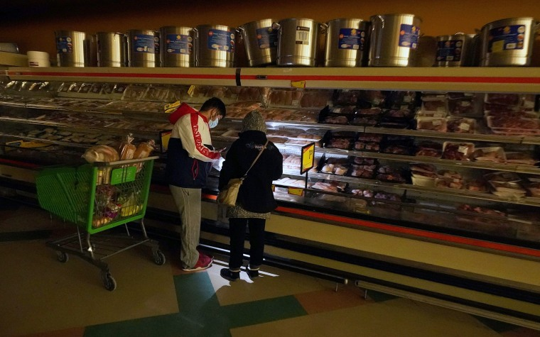 Image: A grocery store during a power outage in Dallas