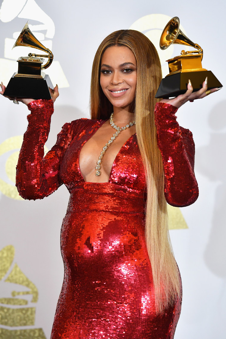 Beyonce holds up Grammy Awards