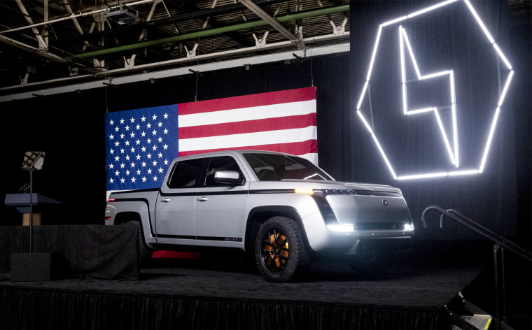 Image: The Lordstown Motors Corp. Endurance electric pickup truck sits on stage during an unveiling event in Lordstown, Ohio, on June 25, 2020.