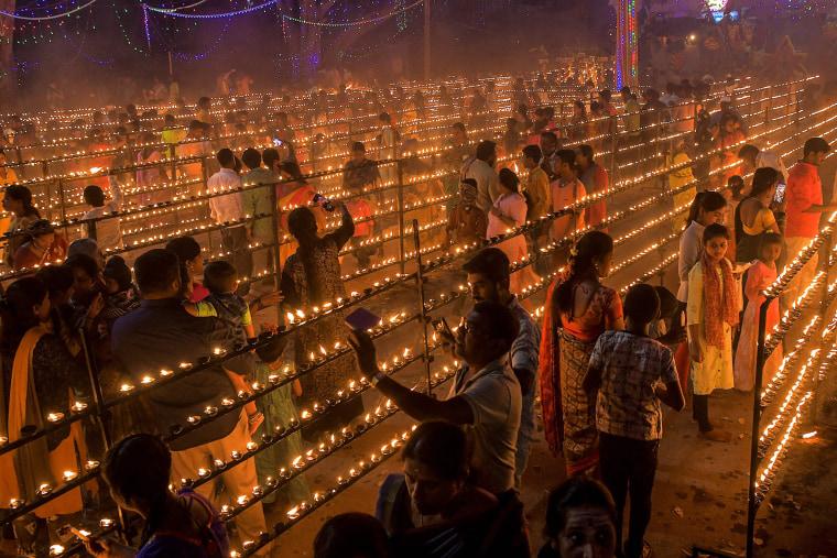 Image: TOPSHOT-INDIA-HINDU-FESTIVAL