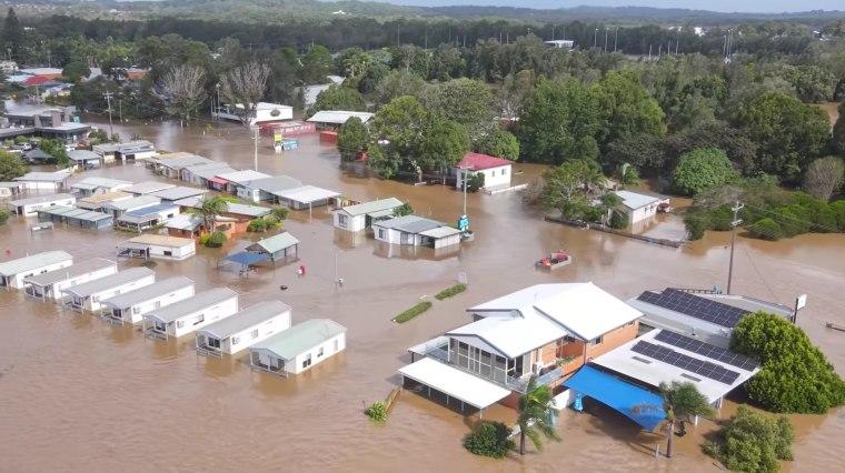 Image: Heavy rain, flash flooding batter Australia's east coast