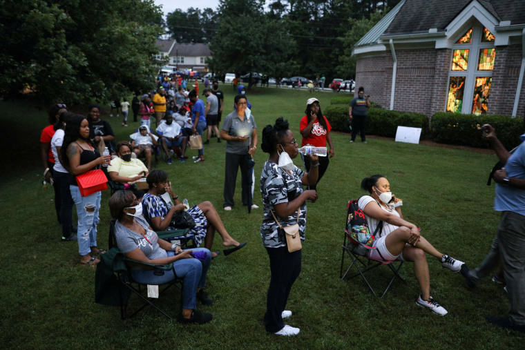 Image: Voters line up to cast their ballots in Atlanta