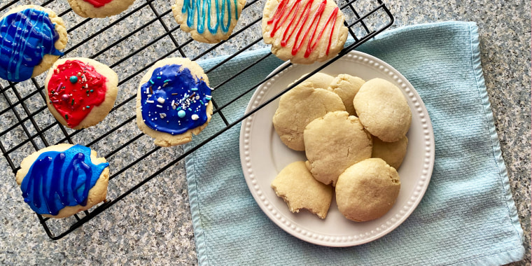 Photo of cookies and cookies with frosting from above