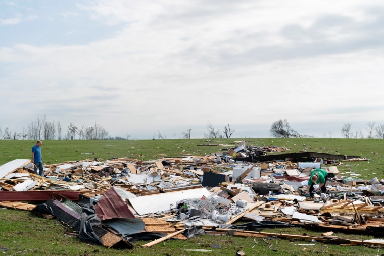 Image: The day after a string of tornadoes caused several fatalities in Ohatchee, Alabama