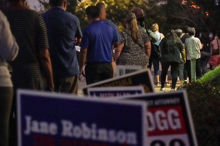 Image: Early voting begins in Texas