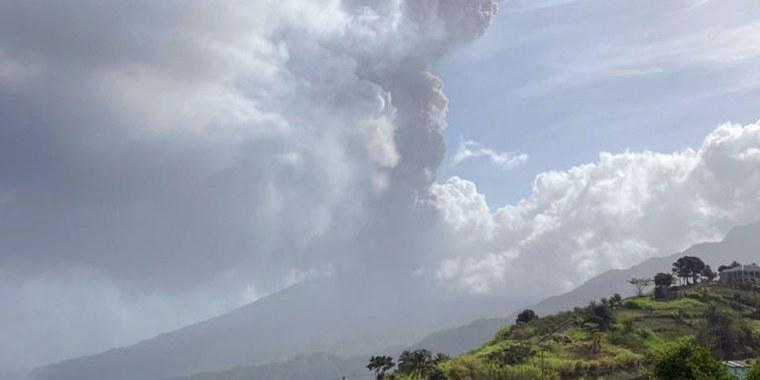 Image: StVincent-volcano-EVACUATION