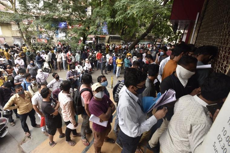 Image: India medicine line