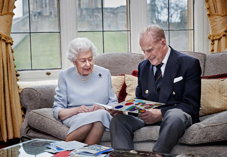 Image: Britain's Queen Elizabeth II and Britain's Prince Philip, Duke of Edinburgh look at a homemade wedding anniversary card