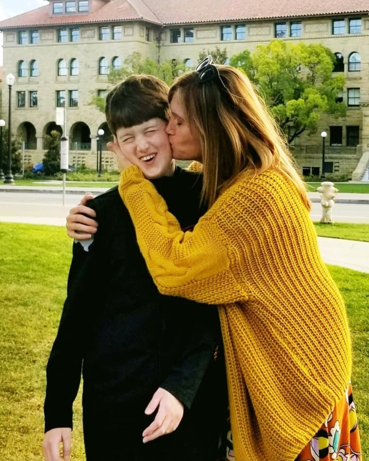 Image: Amber Briggle kissing her son