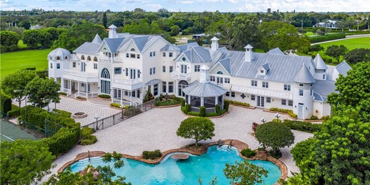 A couple attempted to hold a wedding at a glamorous mansion in Southwest Ranches, Fla., before being turned away by police.