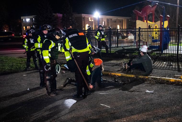 Image: Minnesota police arrest proetsters