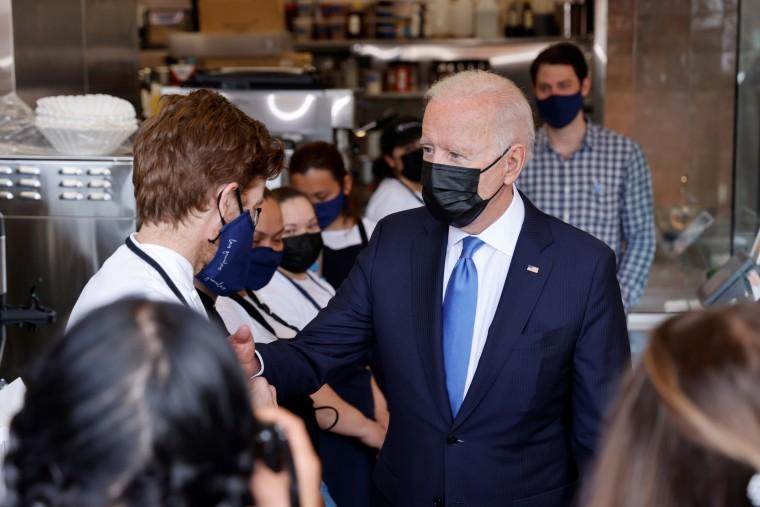 Image: U.S. President Biden visits a Mexican restaurant in the Union Market neighborhood in Washington