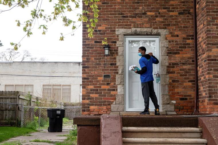 Image: Door-knock initiative to tackle COVID-19 vaccine hesitancy, in Detroit