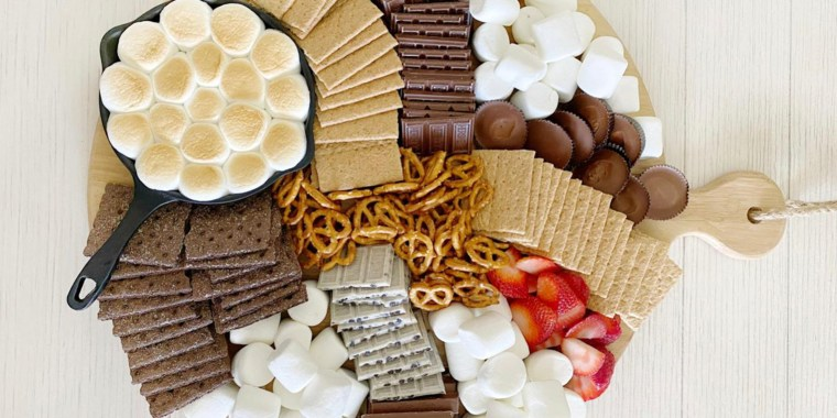 It's time to up your backyard barbecue hosting game with a s'mores board.