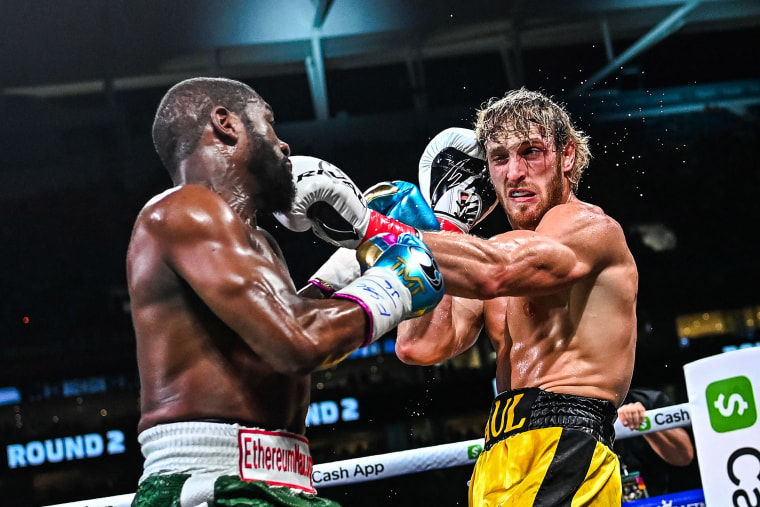 Image: Former world welterweight king Floyd Mayweather and YouTube personality Logan Paul fight in an eight-round exhibition bout at Hard Rock Stadium in Miami