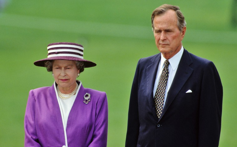 Queen Elizabeth II with President George Bush on the White House lawn on May 14, 1991.