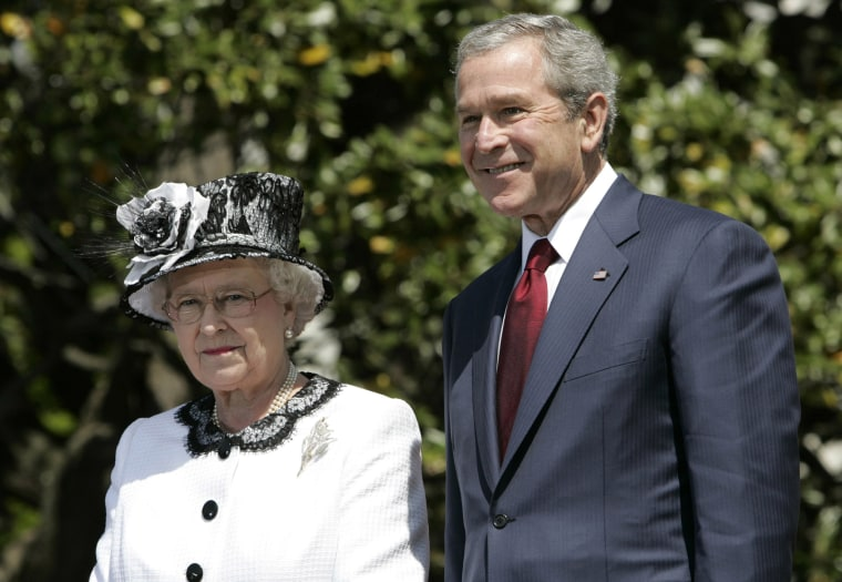 Queen Elizabeth II and President George Bush deliver speeches at the White House, on May 7, 2007.
