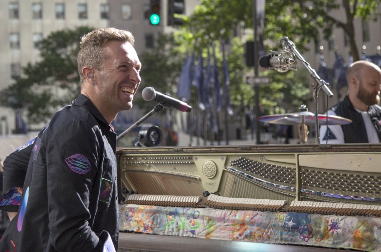 El líder de Coldplay, Chris Martin, no pudo contener su entusiasmo por volver a presentarse frente a una sala llena.