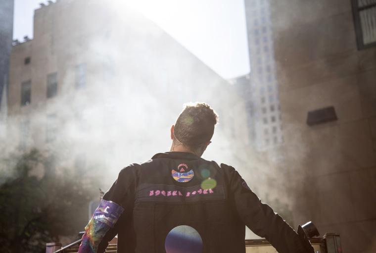 Volviendo al negocio: Coldplay tuvo fanáticos animando por más durante su presentación en la plaza TODAY.