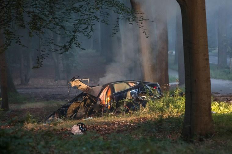 Tesla S Car Crash in The Netherlands