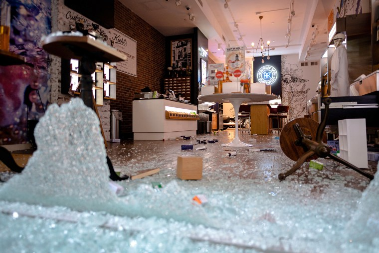 Image: Store looting