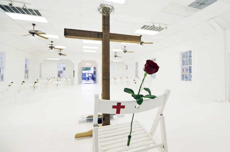 Image: A memorial for the victims of the shooting at Sutherland Springs First Baptist Church