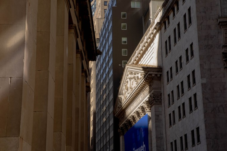 A Day in the Life of Wall Street as New Yorks Return Begins