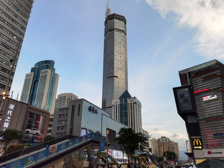 Image: The 300-metre high SEG Plaza after it began to shake, in Shenzhen in China's southern Guangdong province