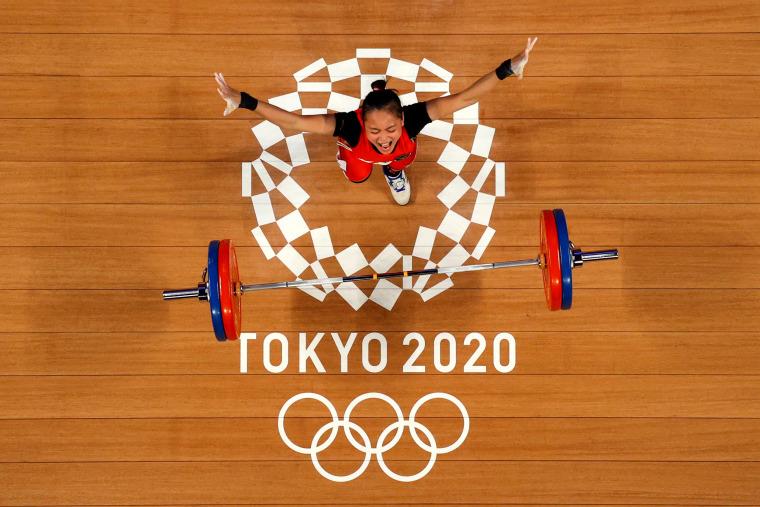 Image: TOPSHOT-WEIGHTLIFTING-OLY-2020-2021-TOKYO