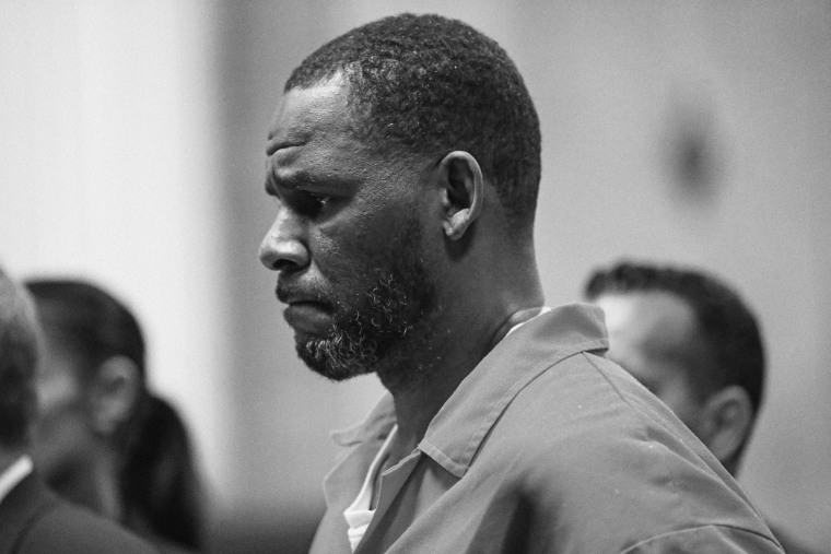 R. Kelly appears during a hearing at the Leighton Criminal Courthouse on Sept. 17, 2019, in Chicago.