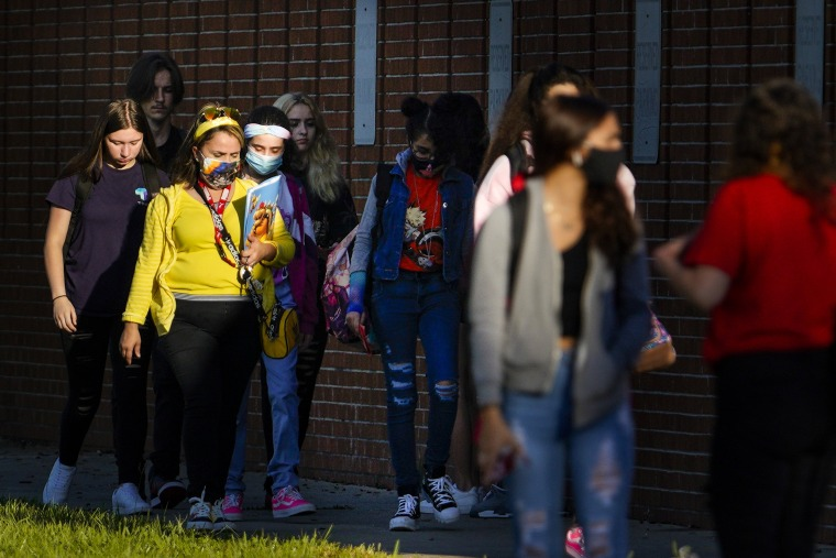 Image: Students arrive at Leto High School