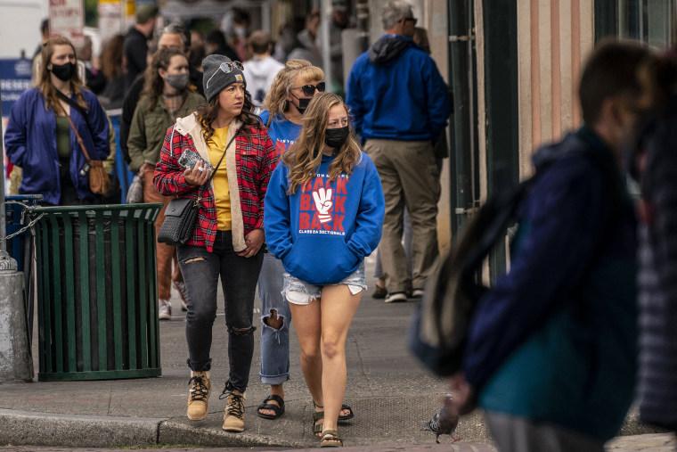 Image: Pedestrians fill the sidewalk in Seattle on June 10, 2021.