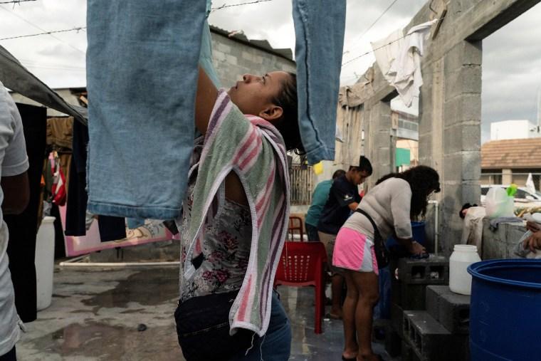 Image: Asylum-seeking migrants live in a public square in Reynosa, Mexico