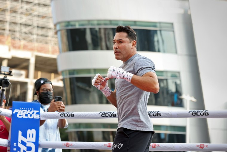 "Boxing Legend \""The Golden Boy\"" Oscar De La Hoya, Hosts Open To The Public Media Workout"