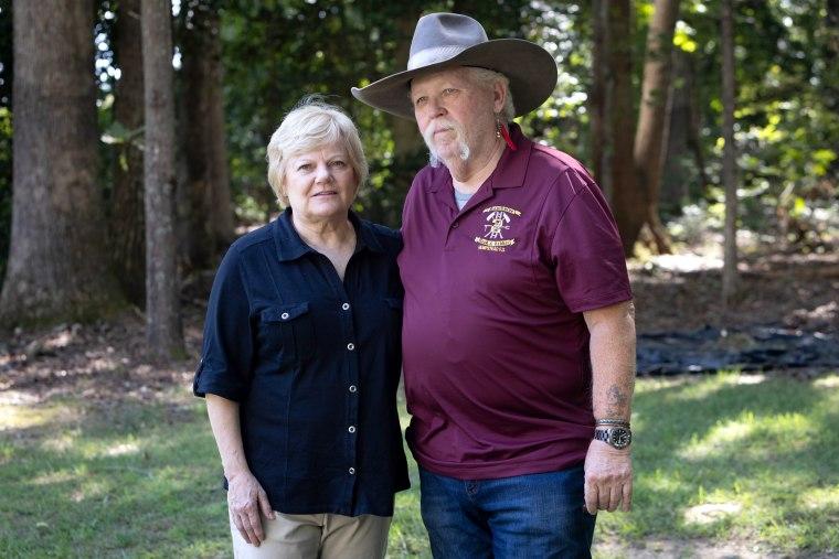 Kevin Maxwell con su esposa, Pat Aubert, en su casa en Spotsylvania, Virginia.