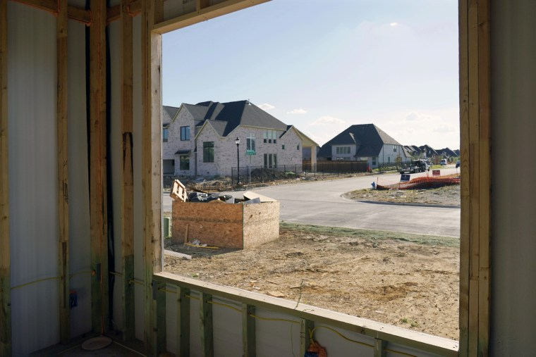 Casas nuevas en construcción en Frisco, Texas, el 12 de agosto de 2021.