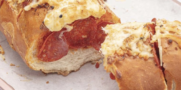 When you don't have time to cook, make this easy, cheesy pizza baguette.