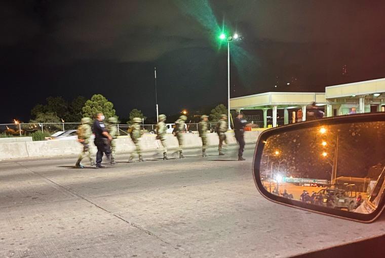 Image: U.S. border agents briefly detain 14 Mexican soldiers in El Paso