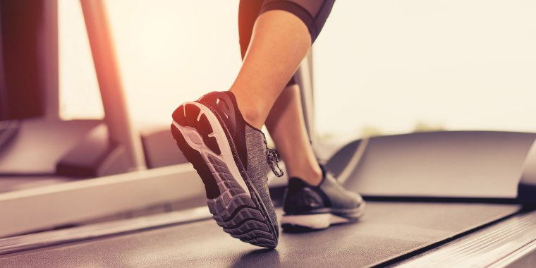 To take full advantage of the treadmill's capabilities, alternate pace and incline throughout your workout.