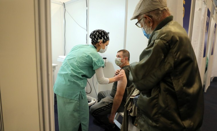 Image: Israel juggles supplies, pace in bid for full vaccination of at-risk groups