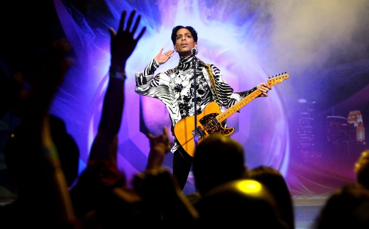 Image: Prince performs in L.A. in 2009